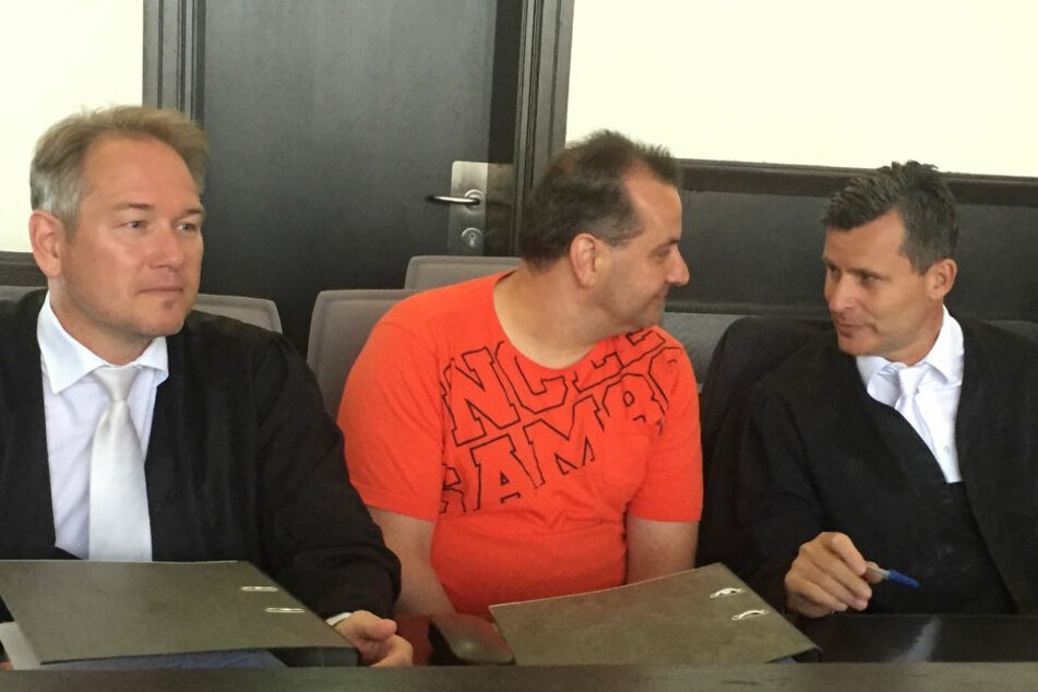Wilfried W. kam ausnahmsweise mal mit einem T-Shirt bekleidet in den Gerichtssaal.