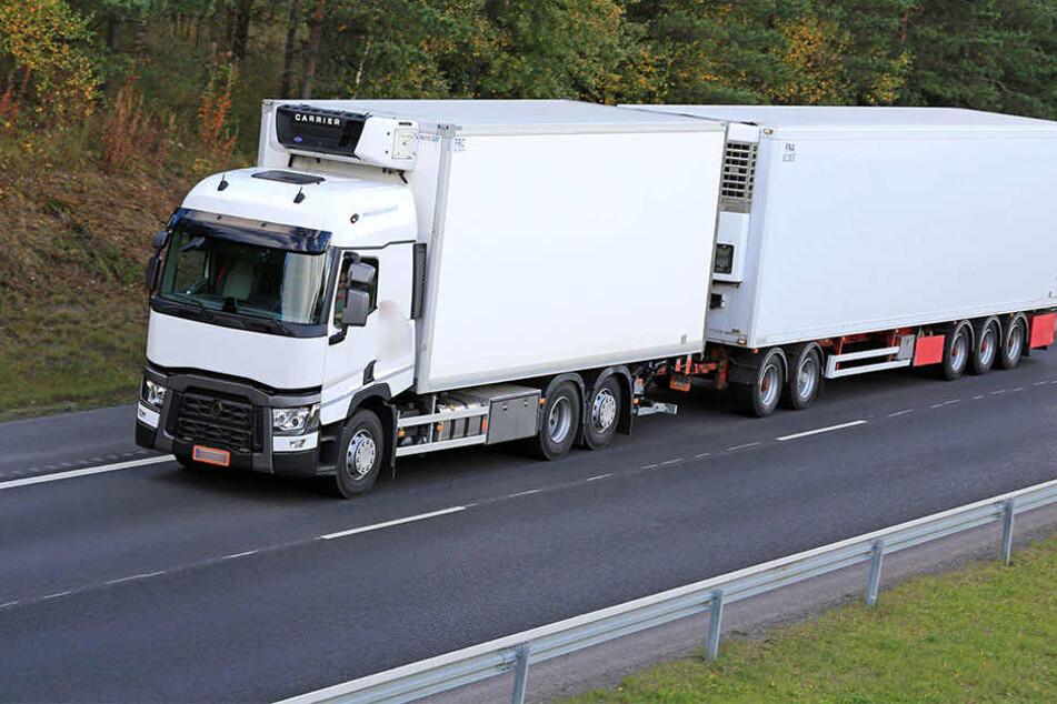 Gefährlicher Gegenverkehr! LKW-Reifen auf Abwegen