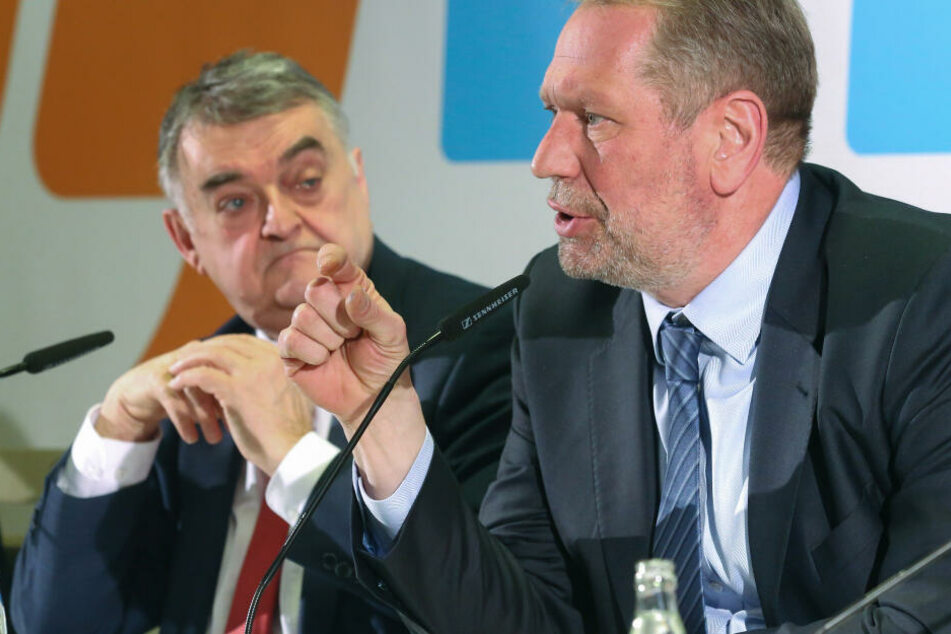 Essens Polizeipräsident Frank Richter (rechts) mit NRW-Innenminister Herbert Reul (CDU, links).