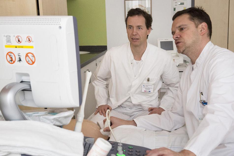 Prof. Holger Stepan (rechts), Direktor der UKL-Geburtsmedizin, mit seinem Kollegen Prof. Ulrich H. Thome, dem Leiter der Neonatologie.