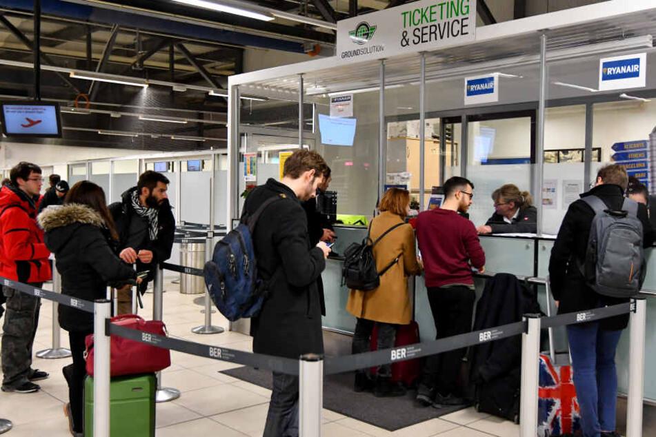 Tausende Passagiere sind von den Ryanair-Streiks in Berlin betroffen.