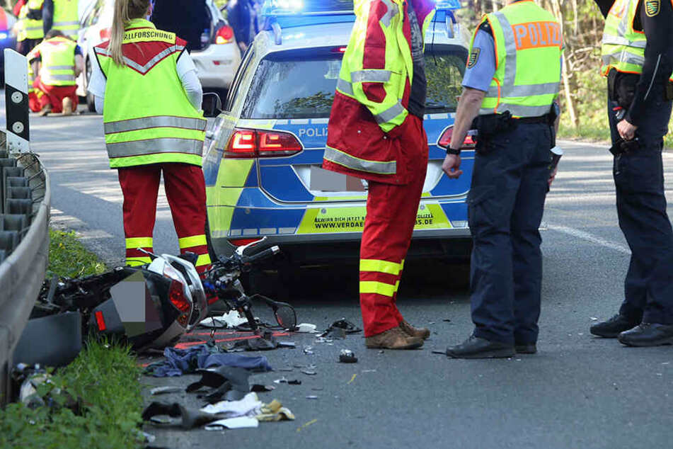 Der Fahrer eines Motorrollers wurde bei einem Unfall schwer verletzt.