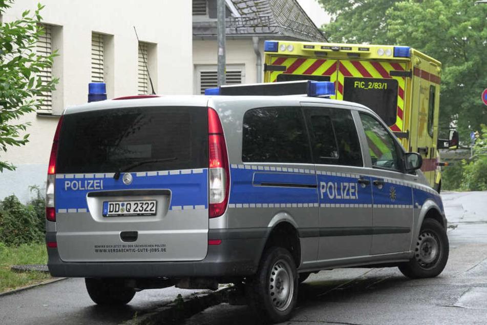 Polizei und Rettungsdienst vor Ort.