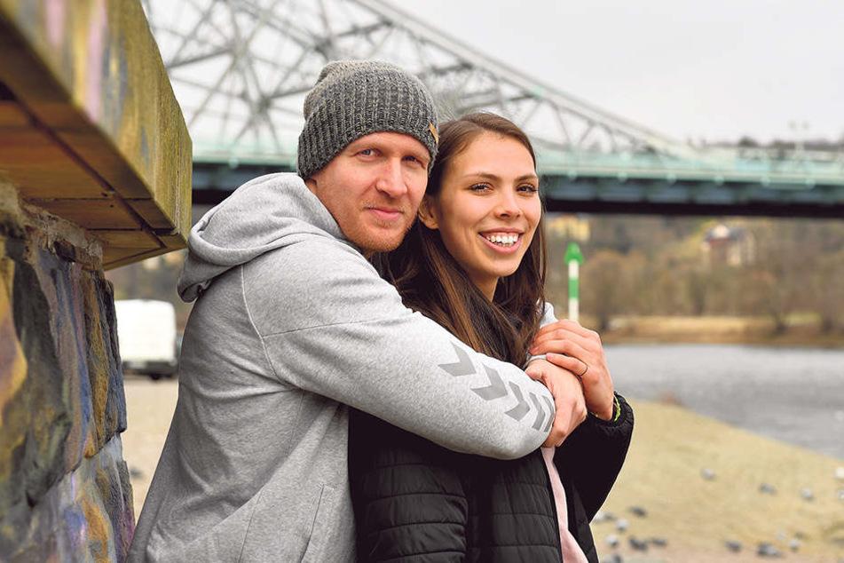 Sie fühlen sich wohl in Dresden: Goran Mladenic und Sasa Planinsec beim Spaziergang am Blauen Wunder.