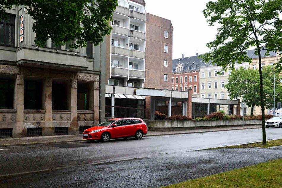 Sie mussten alles mit ansehen: Entblößer belästigt Frauen in Chemnitz