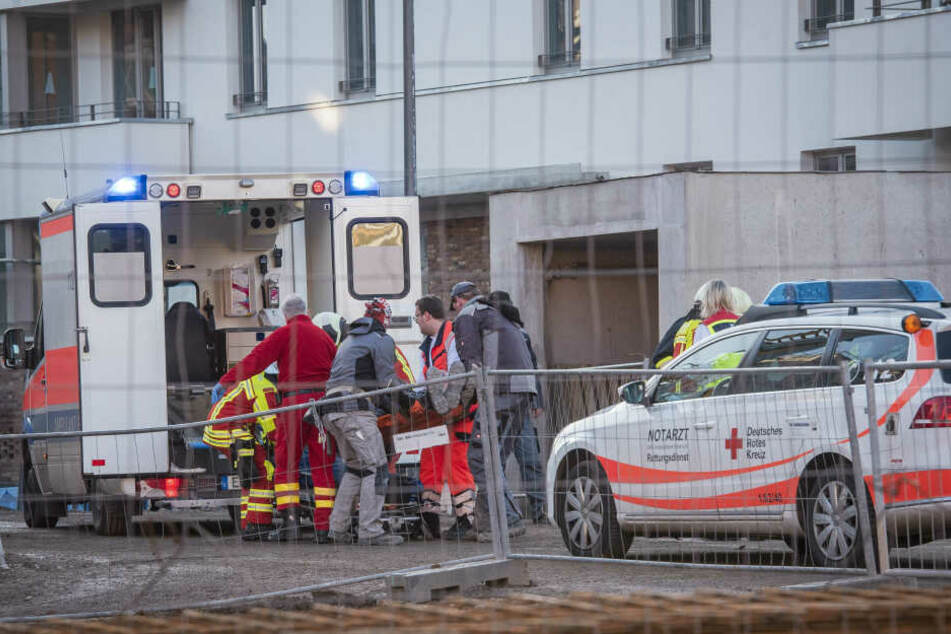 Der Mann wurde in ein Krankenhaus gebracht.