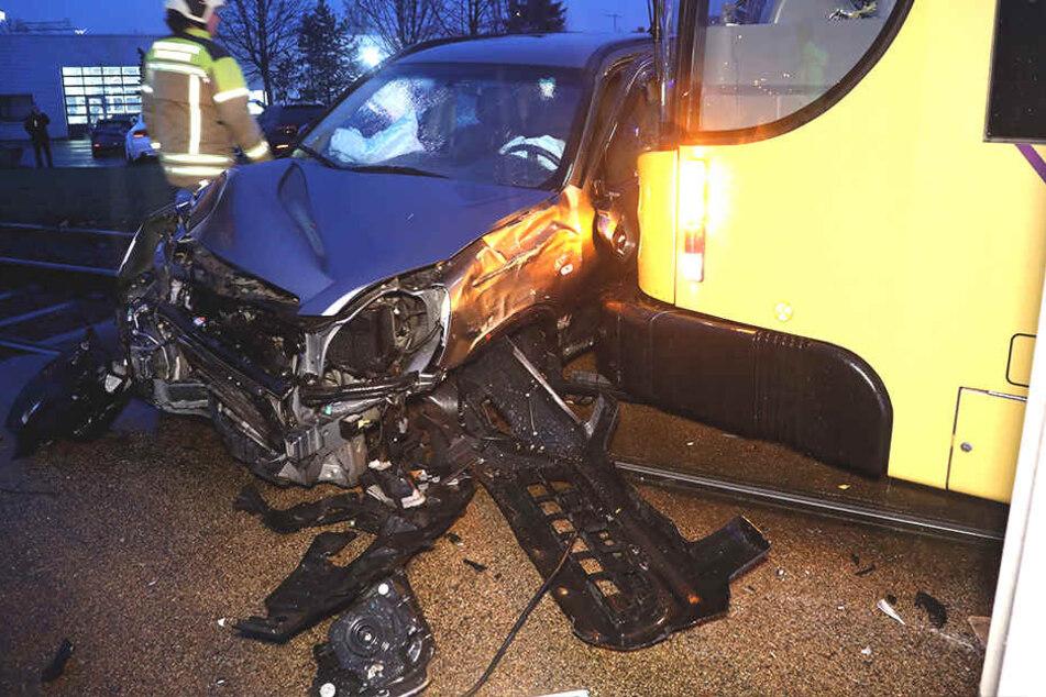 Sperrung wegen Straßenbahn-Unfalls auf der Kesselsdorfer!