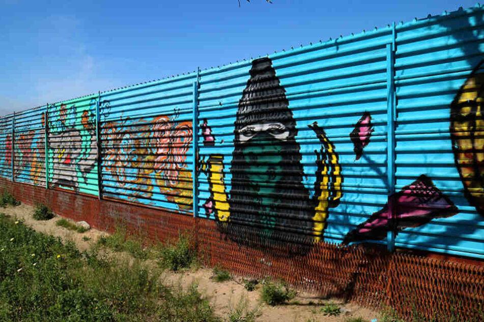 Der bisherige Grenzzaun zwischen den USA und Mexiko - hier in Tijuana - wurde aus Protest zu Kunst.