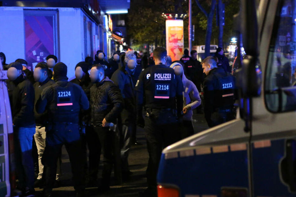 In der Sonnenallee in Berlin-Gesundbrunnen hat es in der Nacht zu Samstag eine Schießerei gegeben.