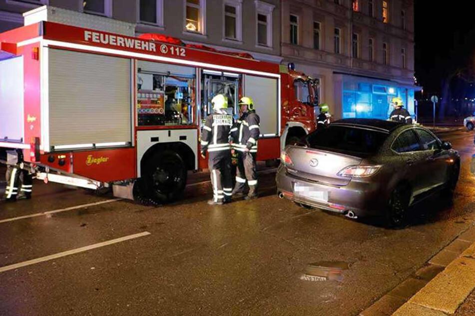 Ein Mazda erfasste die 20-Jährige, nachdem sie bereits von einem anderen Auto angefahren worden war.