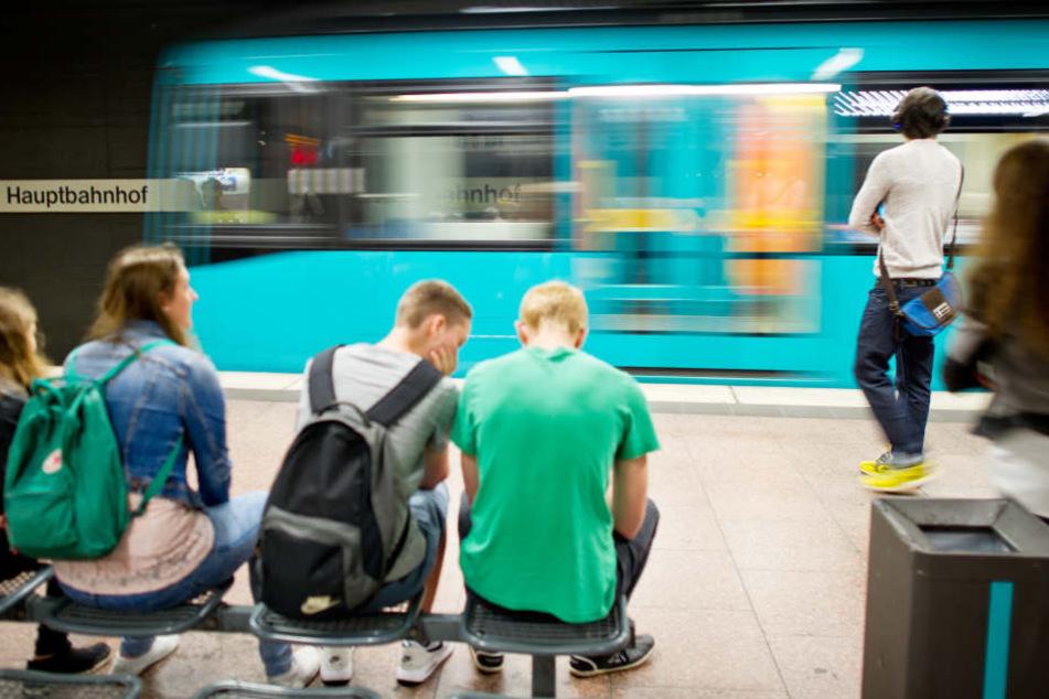 Pro Tag sind 100.000 Fahrgäste in der Innenstadt Frankfurts unterwegs. (Symbolbild)