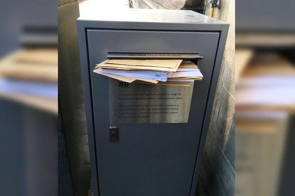 Der Rathaus-Briefkasten war sofort verstopft.