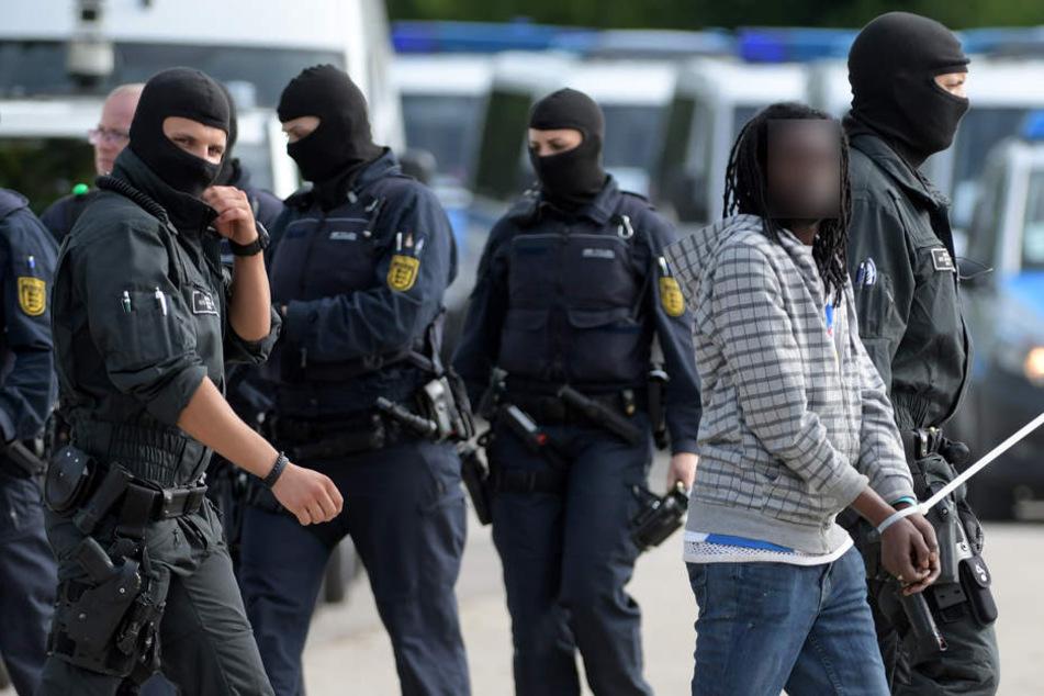 Die Polizei war am vergangenen Donnerstag mit Dutzenden Einsatzkräften in Ellwangen.