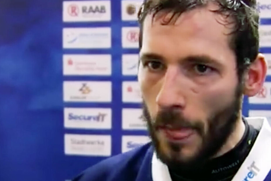 Marcel Waldowsky (32) redet sich nach einer Niederlage seines Teams richtig in Rage.