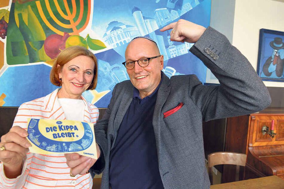 Ute Kiehn-Dziuballa (64) mit Ehemann Uwe Dziuballa (53) - seine Kippa bleibt auch auf.
