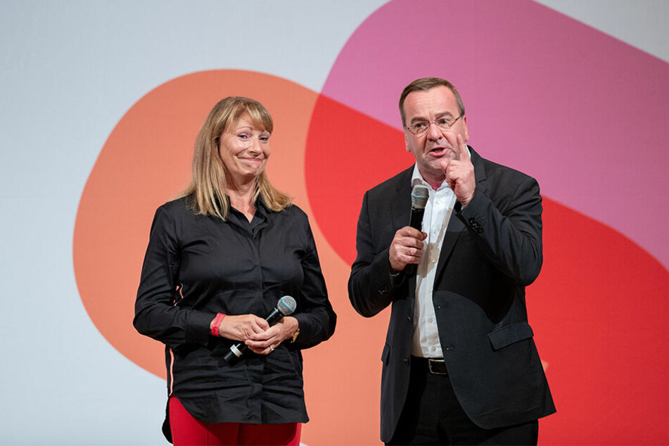 Petra Köpping (61) mit Boris Pistorius (59) bei der SPD-Kandidatenvorstellung jüngst in Nürnberg. Andere Duos konnten teils mehr punkten, finden Beobachter.