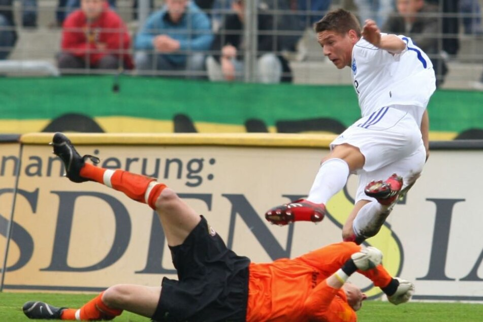 So war's 2007: Daniel Frahn im Babelsberger Trikot, hier von Dynamo-Keeper Oliver Herber gefoult.