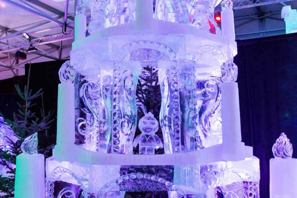 400 Tonnen Eis verwandeln sich in Kunstwerke.