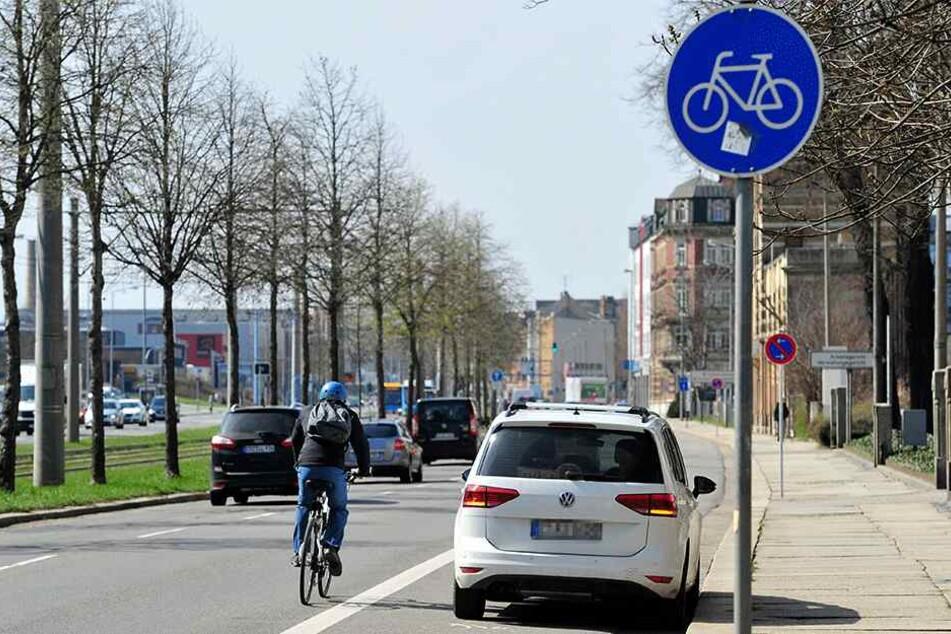 """Auch der Radfahrstreifen an der Zwickauer Straße wird gern zum """"kurzen Halten"""" genutzt."""