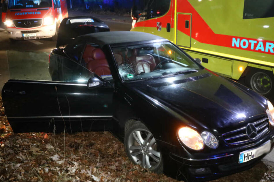 Fußgänger wird in Hamburg von Mercedes erfasst und stirbt