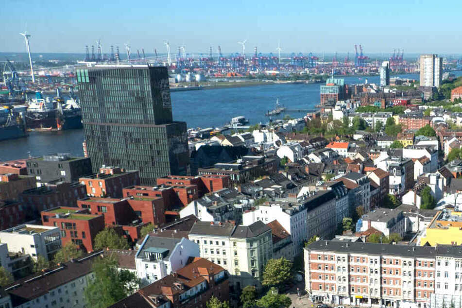 Blick von oben auf das Hamburger Hafenviertel.
