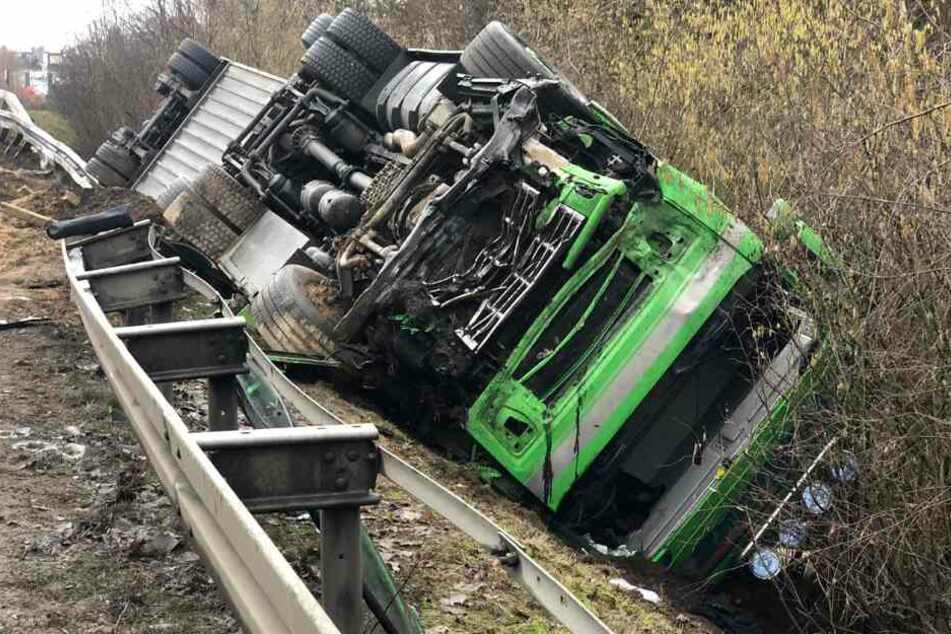 Mehrere Tote bei Horror-Crash mit Schweine-Transporter