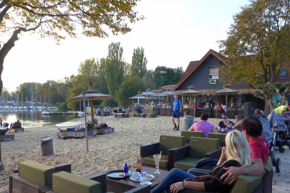 """Die neue Strandbar """"Eisklang am See"""" zog im Sommer viele Besucher an."""