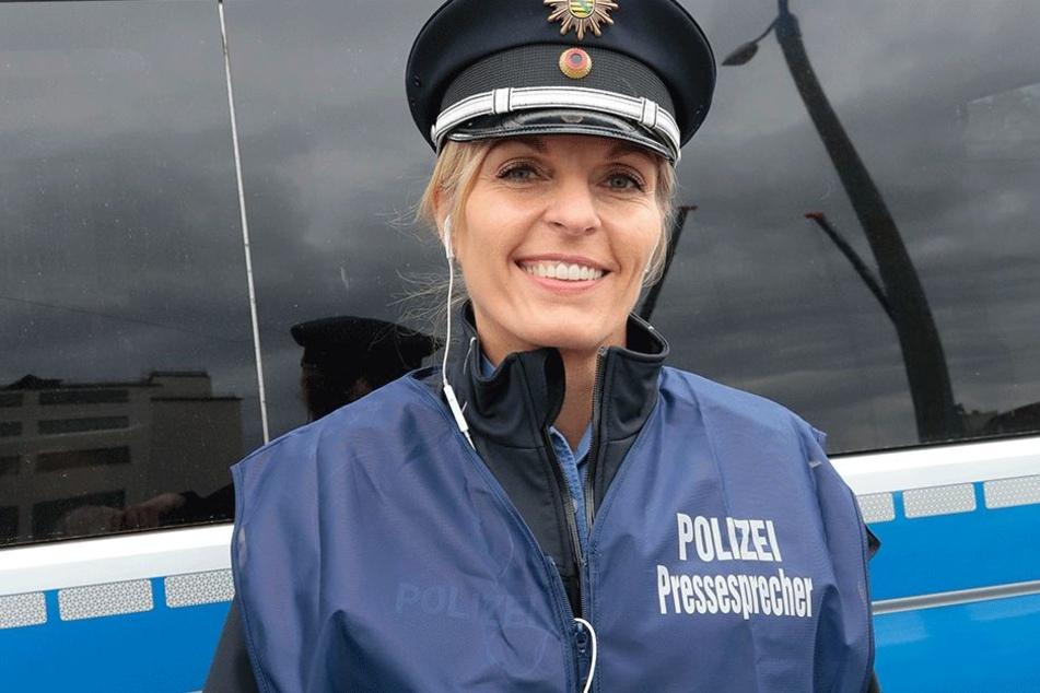 Polizeisprecherin Jana Kindt schlüpft aus der Polizeiuniform ins heiße Tanzkleid.