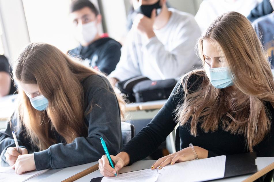 Die Freien Wähler wollen nach den Sommerferien um jeden Preis Präsenzunterricht an bayerischen Schulen. (Symbolbild)