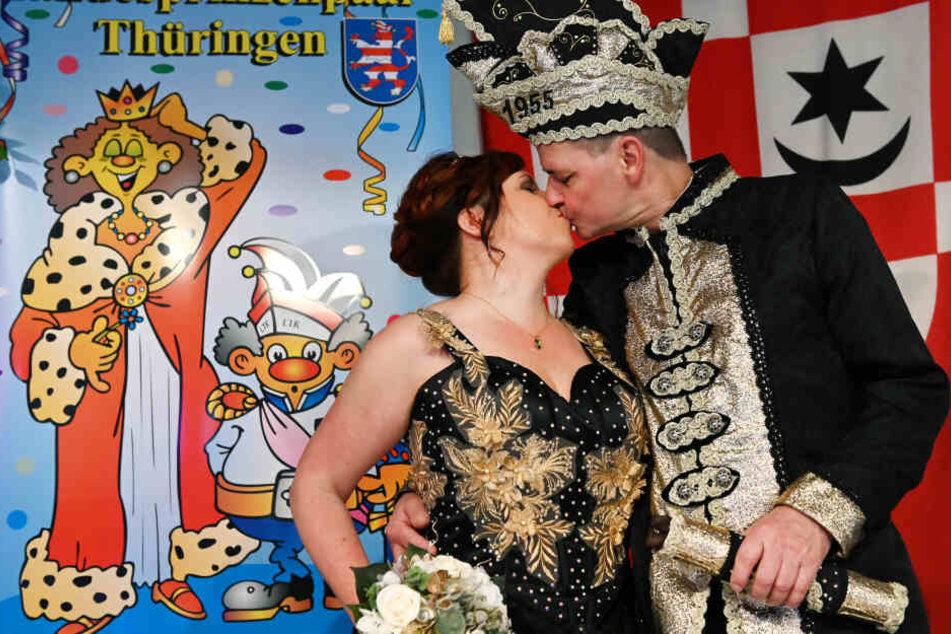 Prinz Ralf und Prinzessin Mirjam sitzen jetzt auf dem Thron der Thüringer Narren