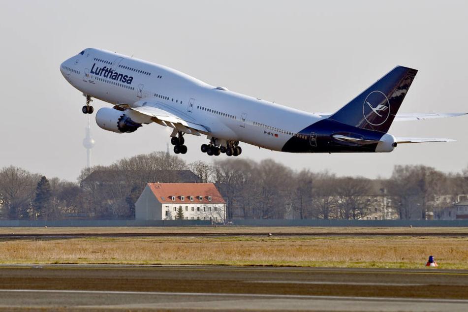 Der Mann verstarb während des Lufthansa-Fluges von Frankfurt nach Houston (Symbolbild).