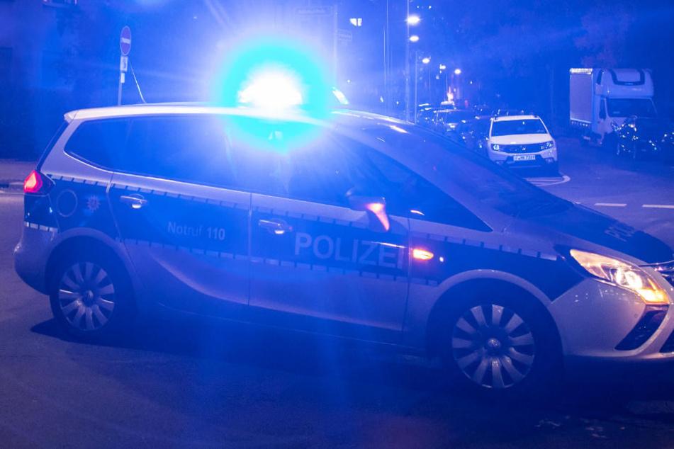 Ein Polizeiwagen im Evakuierungsbereich.