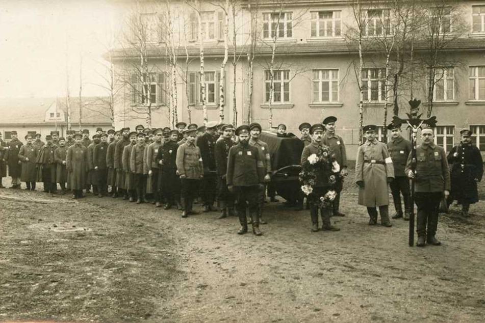 Rund 23 000 Kriegsgefangene waren zwischen 1914 und 1921 in Chemnitz-Ebersdorf. Historische Fotos belegen das Geschehen.