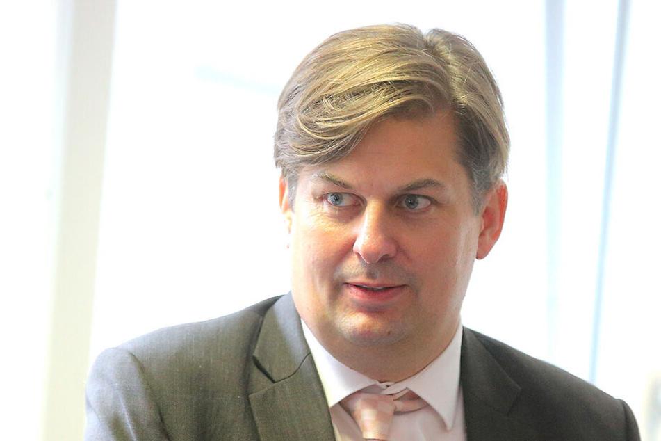 Maximilian Krah (42, AfD) freut sich über den umstrittenen Assistenten.