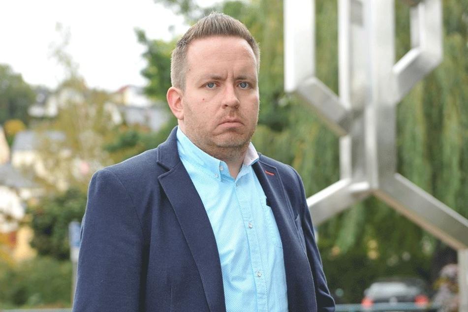 Ex-SPD-Mann und parteiloser Auer Stadtrat Tobias Andrä (35) fordert vom Landratsamt, das Alter minderjähriger Migranten zu bestimmen.