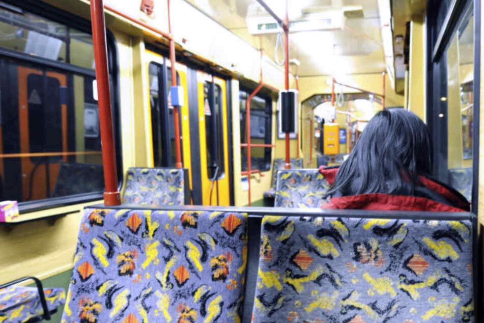 Behinderte 16-Jährige mit Hilfe der Polizei aus Stadtbahn geschmissen