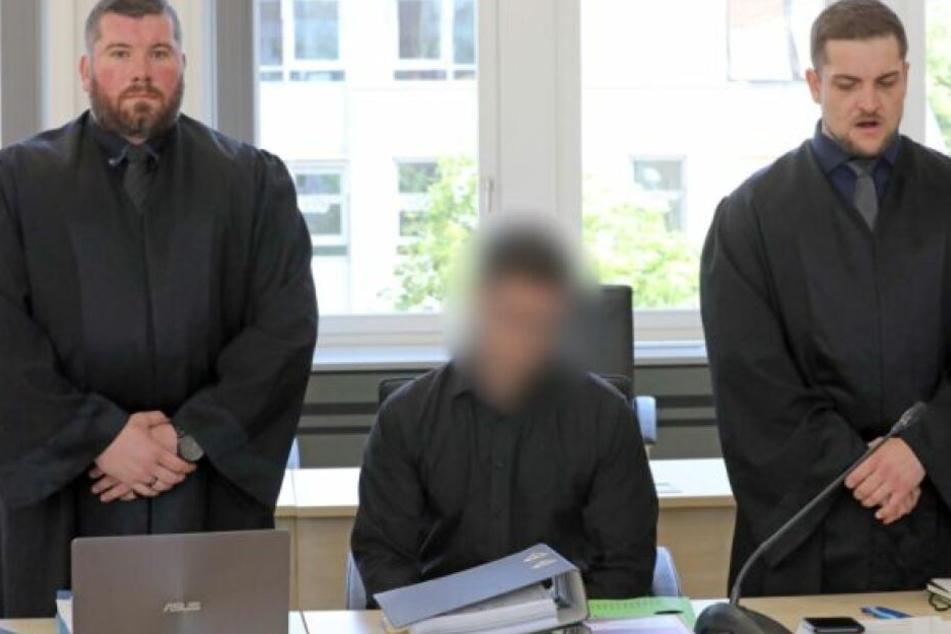 Die Staatsanwaltschaft wirft dem Angeklagten vor, zwei Frauen misshandelt zu haben, die er über ein Erotikportal in seine Wohnung lockte.
