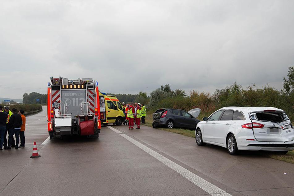 Mehrere Fahrzeuge kollidierten bei dem Unfall.