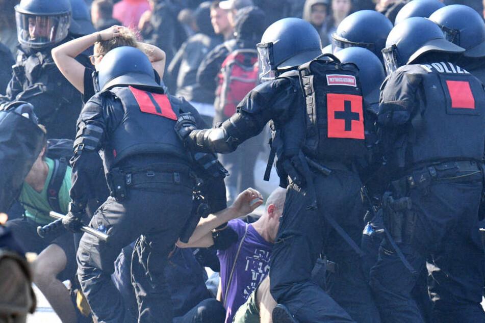 Insgesamt kamen 2200 Polizisten aus Nordrhein-Westfalen beim G20-Gipfel in Hamburg zum Einsatz.