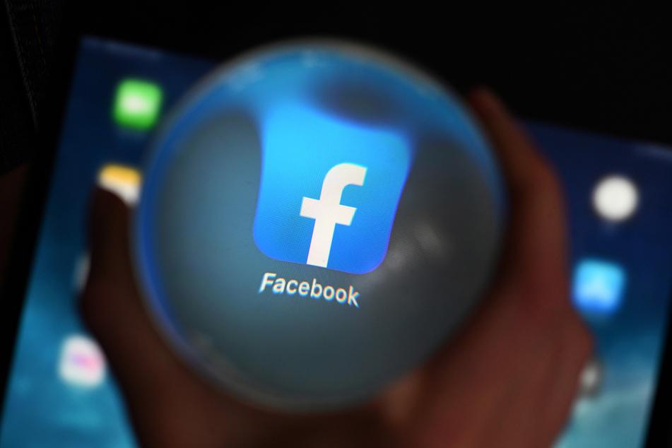 Mark Zuckerbergs Unternehmen Facebook wird wegen seines laschen Vorgehens gegen Fake News stark kritisiert.