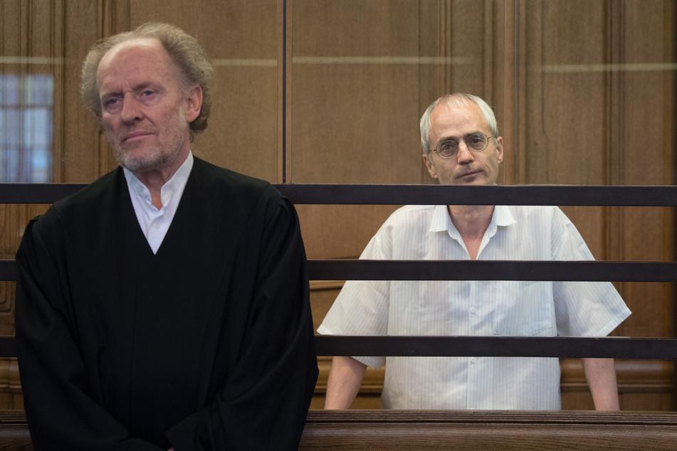 Der 57-jährige Angeklagte und seine Anwälte legen Revision ein.