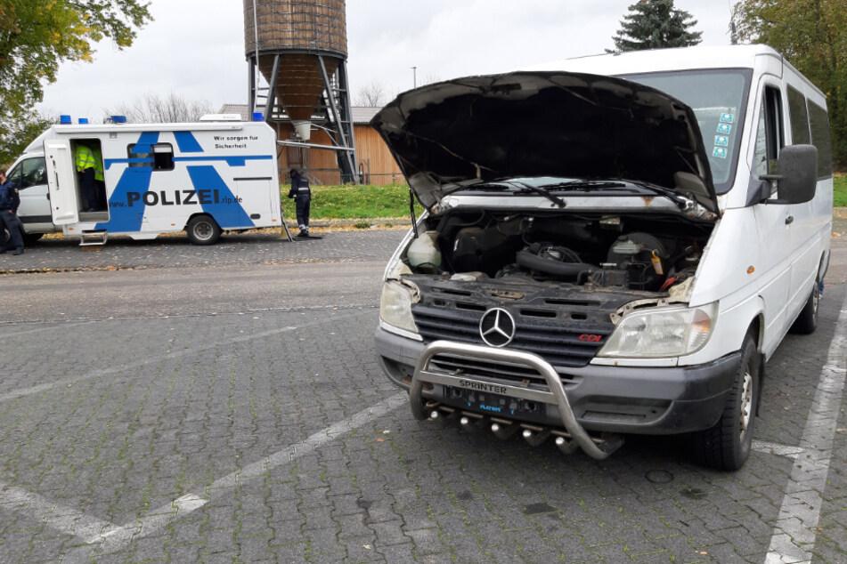 Bei dem Mercedes-Transporter soll unter anderem der Fahrzeugrahmen an mehreren Stellen großflächig durchgerostet gewesen sein. Auch habe die Bremse nicht mehr funktioniert.