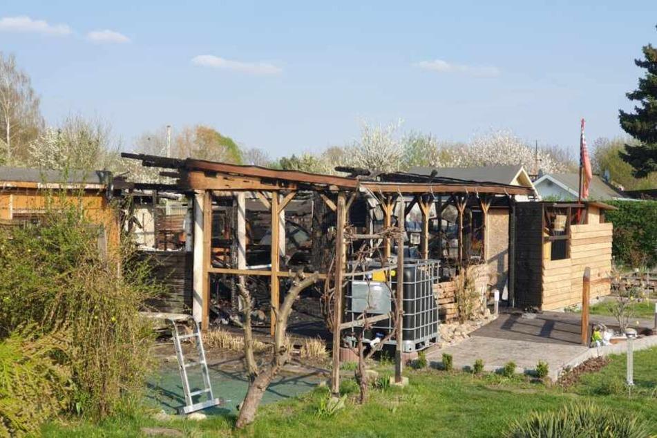 Eine der abgebrannten Lauben in einem Paunsdorfer Gartenverein.