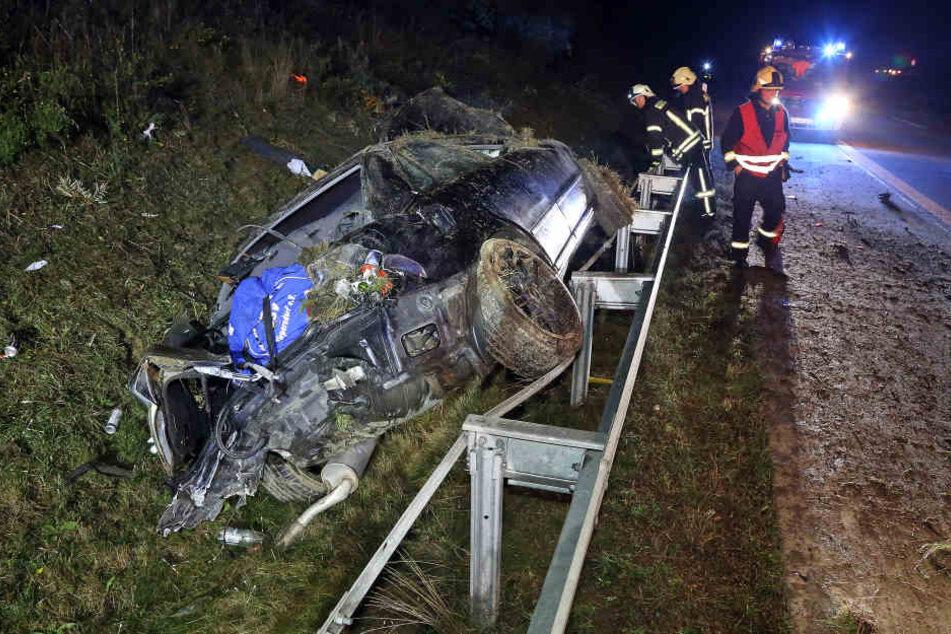 Der Fahrer kam mit leichten Verletzungen davon.
