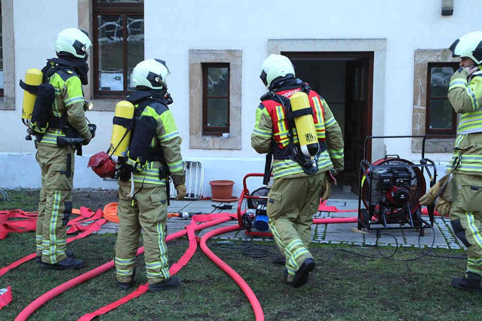 Das Feuer war im Keller eines Wohnhauses ausgebrochen.