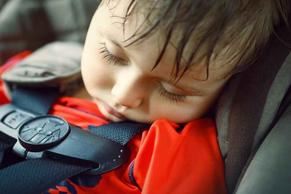Das Kleinkind schwitzte und weinte bereits (Symbolbild).