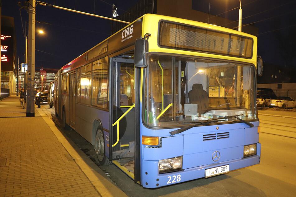 Attacke in Chemnitz: Mann wird im Bus verprügelt!