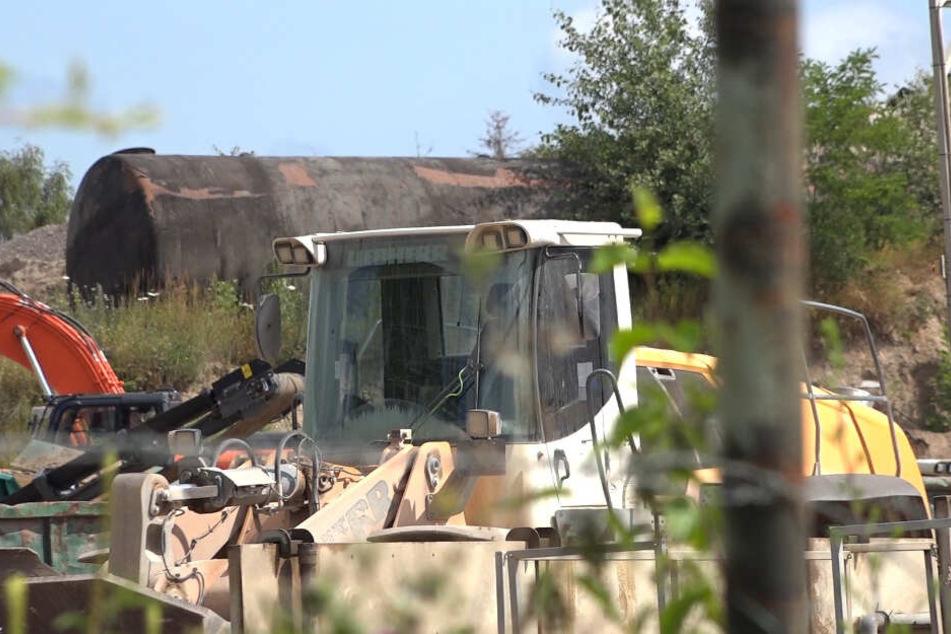 Horror-Unfall in Recycling-Firma: Arbeiter von Radlader überrollt