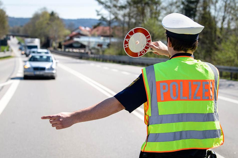 Der 13-Jährige Autofahrer wurde von der Polizei angehalten. (Symbolbild)