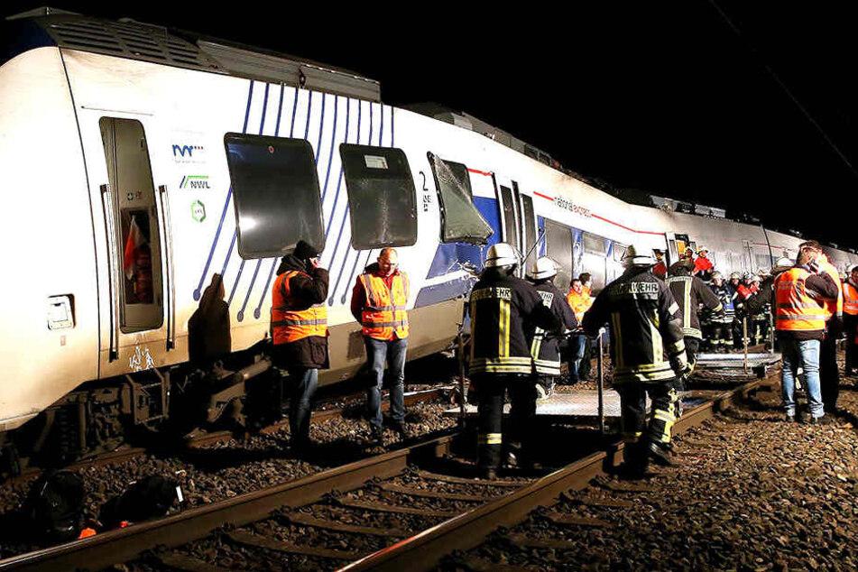 Als ein Regionalzug mit einem Güterzug kollidierte, wurden circa 50 Menschen verletzt.